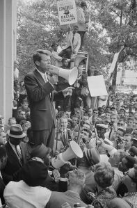 674px-Robert_Kennedy_speaking_before_a_crowd,_June_14,_1963