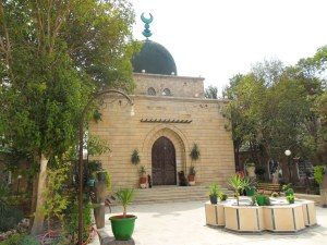 Aly_Khan_mausoleum_in_Salamiyah_1