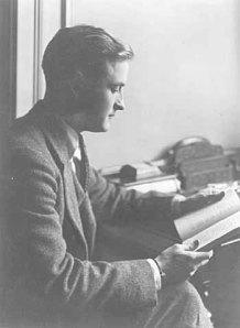 F_Scott_Fitzgerald_circa_1920