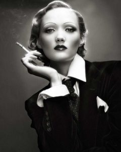marlene-dietrich-young-smoke-photos1 (1)
