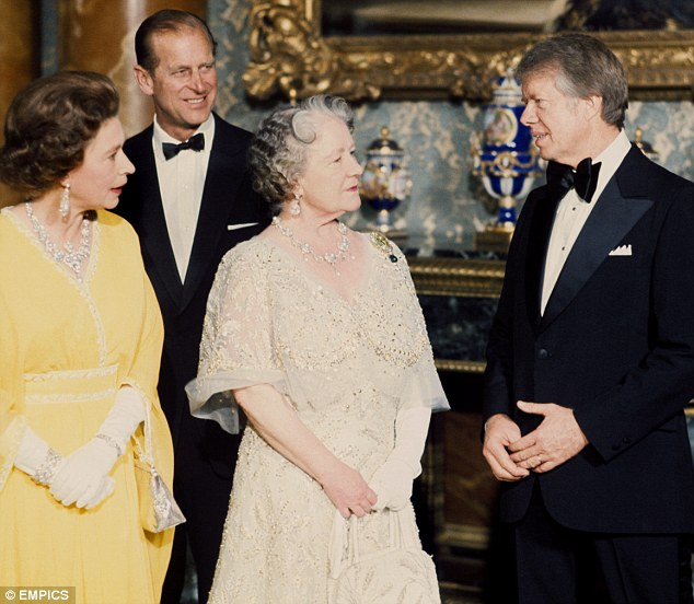 f4c42-queen-e-ii-and-queen-mum-with-jimmy-carter