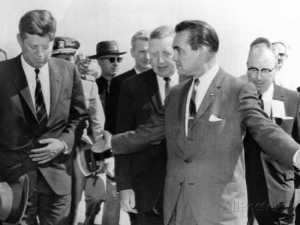 george-wallace-stepping-aside-as-pres-john-kennedy-walks-to-platform-at-muscle-shoals-alabama(1)